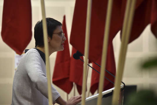 Nathalie Arthaud lors d'un meeting présidentiel, le19 avril.