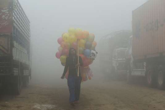 Brouillard de pollution, à Lahore, au Pakistan, le 9 novembre.