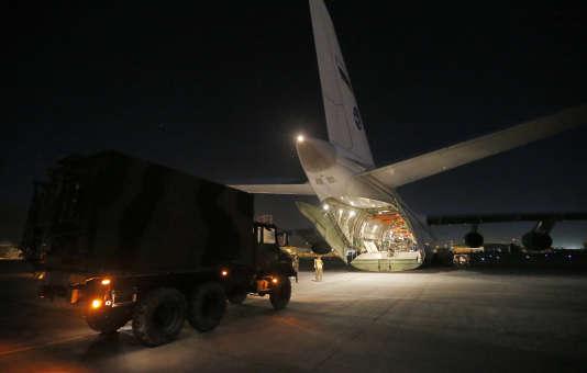 Un Antonov 124 à l'aéroport de Kaboul, en 2012.