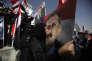 Une femme embrasse le portrait du président yéménite Ali Saleh, tué le 4 décembre par des rebelles chiites.