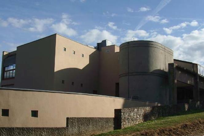 Le collège Hervé Faye à Saint-Benoît-du-Sault édifié par l'architecte Paul Chemetov.
