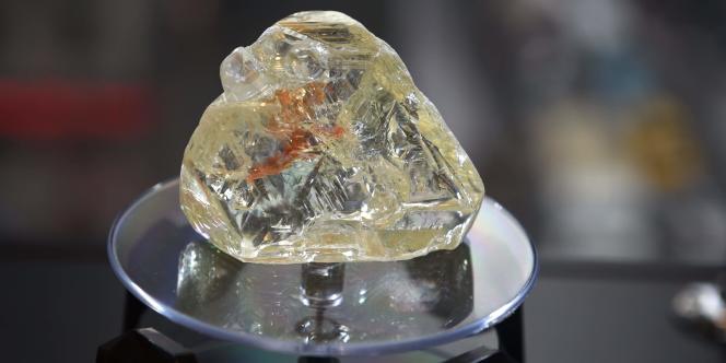 Le « Diamant de la paix» mis en vente le 4 décembre 2017 à New York a été adjugée aux enchères6,53 millions de dollars et attribuée au joaillier britannique Laurence Graff.