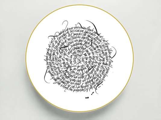 Assiette en porcelaine extra fine, filet or peint à la main (27 cm), collection Rue de Paradis, par Alexia Gredy et Nicolas Ouchenir.