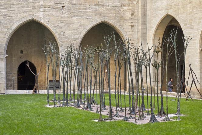 Des sculptures africaines côtoient celles de Giacometti au Palais des papes.