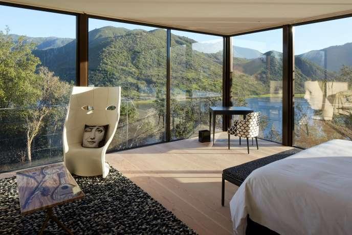 La suite Fornasetti, l'une des chambres de l'hôtel Vik Chile décorée par l'un des artistes contemporains choisis par Alexander Vik.