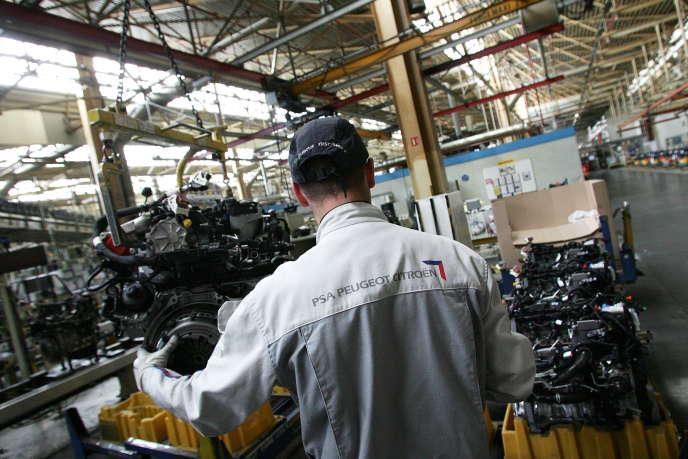 La chaîne de production de moteurs diesel de PSA Peugeot Citroën de l'usine à Trémery (en Moselle), en 2011.