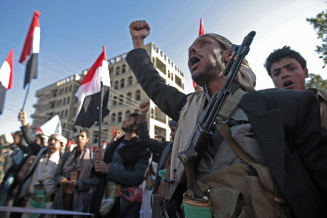 Quelques milliers de partisans des rebelles houthistes ont célébré mardi dans la capitale yéménite Sanaa «l'échec du complot» ourdi, selon eux, par leur ancien allié, l'ex-président Ali Abdallah Saleh.
