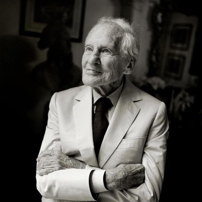 Jean d'Ormesson, chez lui, en 2016.