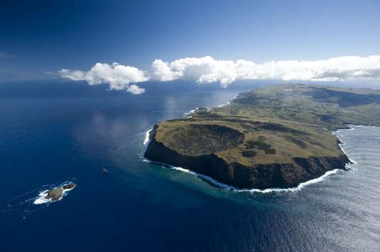 La pointe d'Orongo et les trois minuscules îlots où se déroulait la cérémonie de l'homme-oiseau.