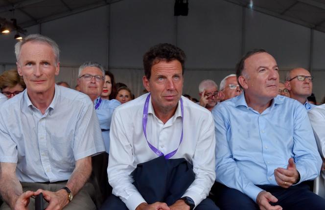 Jean-Dominique Senard (à gauche), Geoffroy Roux de Bezieux et Pierre Gattaz, le 29août à Jouy-en-Josas.
