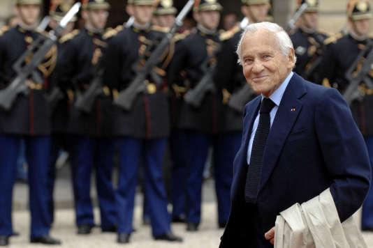 Jean d'Ormesson arrive au palais de l'Elysée en juin 2007, lors de la cérémonie de passation de pouvoir entre Jacques Chirac et Nicolas Sakozy.