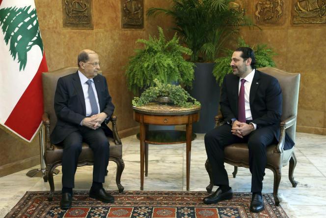 Le président libanais Michel Aoun (à gauche) et le premier ministre Saad Hariri, au palais présidentiel à Beyrouth, le 5 décembre.