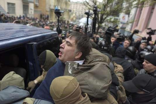 L'ex-président géorgien, opposant du président ukrainien Petro Porochenko, a été arrêté à son domicile, à Kiev, mardi 5 décembre.