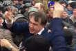 A Kiev, Mikheïl Saakachvili libéré par la foule, mardi 5 décembre 2017.