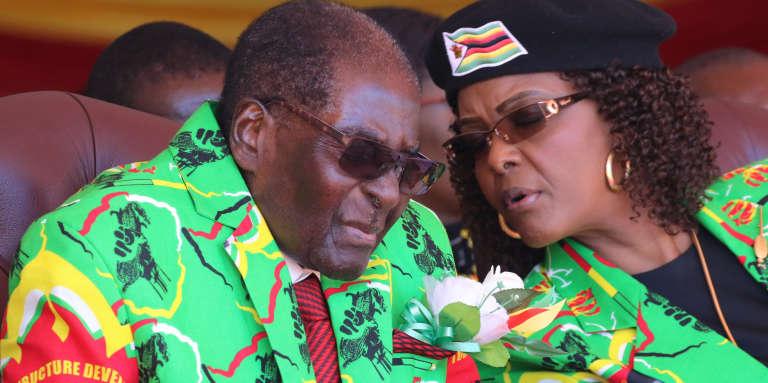 Robert et Grace Mugabe lors d'un meeting à Marondera, au sud-est de la capitale zimbabwéenne Harare, le 2 juin 2017.