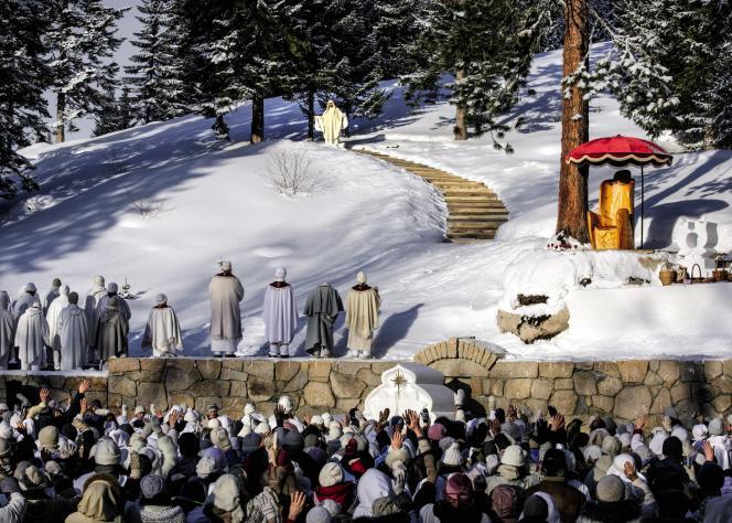 L'Eglise du Dernier Testament célèbre Noël le 14janvier 2015, jour de l'anniversaire de Vissarion, àKrasnoïarsk, en Sibérie.