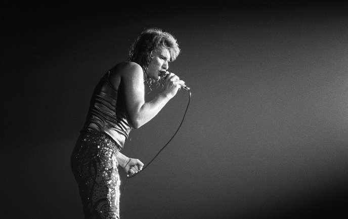 «L'intelligence de Johnny est d'avoir agi en sortant de sa génération, sans reniement» (Johnny Hallyday au Palais des sports en 1971).