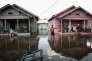 Des habitants d'Orange (Texas), le 2 septembre, après le passage de l'ouragan Harvey.