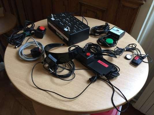 Exemple d'interfaces développées pour adapter l'accès aux jeux vidéo à des personnes en situation de handicap.
