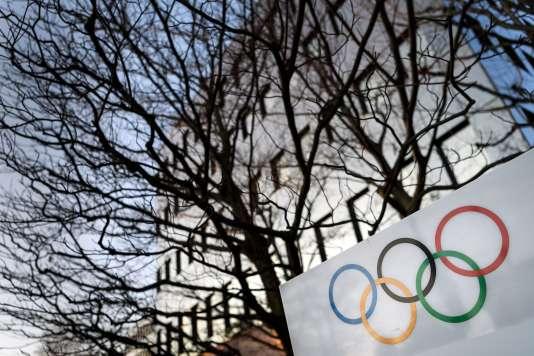 Devant les locaux du Comité international olympique, en décembre 2017, à Lausanne.