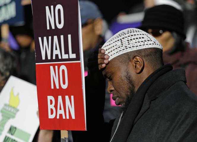 Un manifestant contre le décret anti-immigration, le 6 décembre à Seattle.