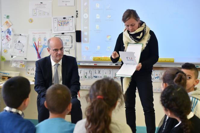 Le ministre de l'éducation, Jean-Michel Blanquer, lors de sa visite à l'école élémentaire Daniel Faucher de Toulouse (Haute-Garonne), le 24 novembre.