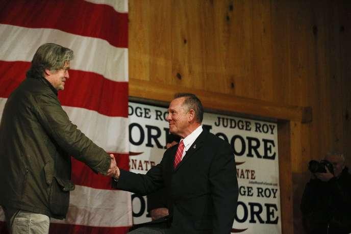 Steve Bannon et Roy Moore, le 5 décembre à Fairhope, en Alabama.