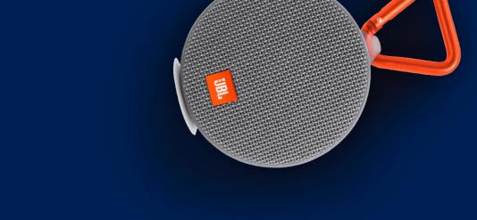 Etanche et antichoc, la batterie de la JBL Clip2 tient plus de dix heures.