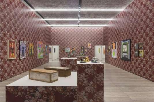 Des œuvres de Roger Brown, Ed Flood, Art Green, Gladys Nilsson, Jim Nutt, Ed Paschke, Christina Ramberg, Suellen Rocca et Karl Wirsum exposées à la Fondation Prada à Milan.
