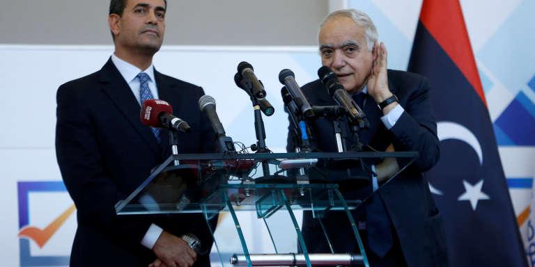 Ghassan Salamé, chef de la mission des Nations unies pour la Libye (à droite), le 6 décembre à Tripoli.