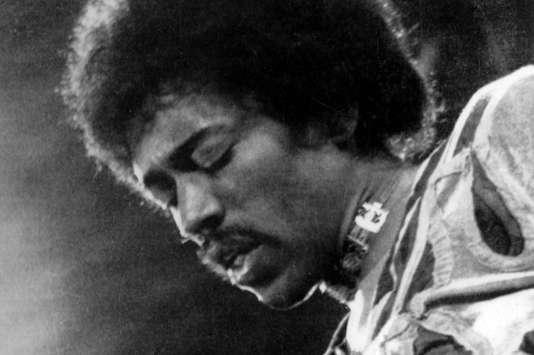 Jimi Hendrix en concert à l'île de Wight, en Angleterre, en 1970.