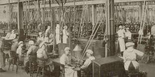 Dans un atelier britannique, fin du XIXe siècle.