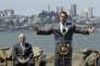 L'ancien gouverneur de Californie, Arnold Schwarzenegger, et son successeur Jerry Brown (à gauche), avant la signature d'un projet de loi climatique, sur Treasure Island, à San Francisco, le 25 juillet 2017.