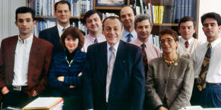 1993. Au centre : Michel Rocard, et de gauche à droite : Benoît Hamon, Jean-Christophe Cambadélis, Caire Dufour, Jean-Luc Mélenchon, Pierre Moscovici, Claude Bartolone, Geneviève Domenach-Chich, Jean Glavany et Manuel Valls.