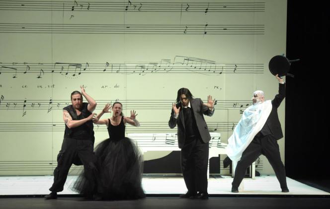 « Le Barbier de Séville», de Rossini, mis en scène par Laurent Pelly au Théâtre des Champs-Elysées.