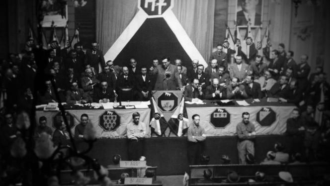 Meeting du PPF tenu par l'ancien communiste Jacques Doriot.
