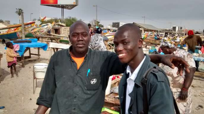 Malick Birane rend visite aux pêcheurs de Soumbédioune, ici en mars 2016