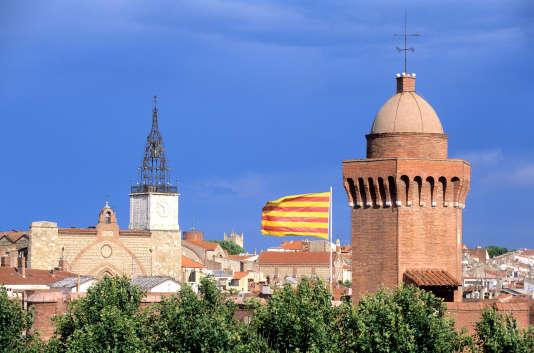 Vue de la cathédrale Saint-Jean et du Castillet à Perpignan.