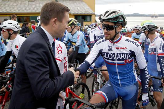 Le nouveau président de l'UCI David Lappartient salue Peter Sagan, le 24 septembre 2017, lors des championnats du monde que le Slovaque s'apprête à remporter une troisième fois.