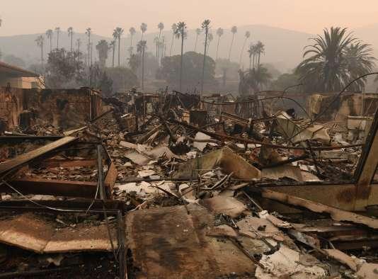 Les ruines de l'hôpital Vista del Mar après le passage de l'incendie Thomas, à Ventura (Californie), le 6 décembre.