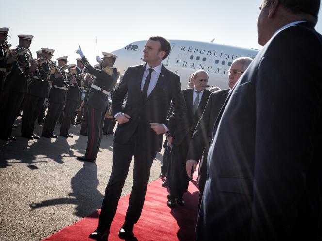 Emmanuel Macron s'est arrêté à Alger, le 6 décembre, avant de s'envoler vers le Qatar.