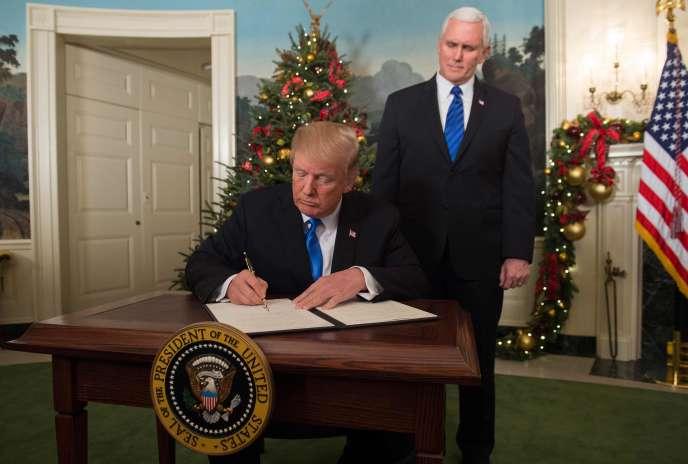 Donald Trump et son vice-président, Mike Pence, à la Maison Blanche, à Washington, le 6 décembre.