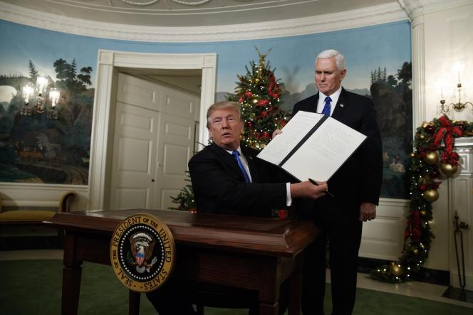 Donald Trump et le vice-président Mike Pence, présentant la reconnaissance par les Etats-Unis de Jérusalem comme capitale d'Israël, le 6 décembre.