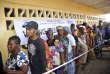 Devant un bureau de vote deMonrovia lors du premier tour de la présidentielle, le 10 octobre 2017.La Cour suprême du Liberia a ouvert la voie, le 7 décembre, à la reprise du processus électoral interrompu depuis un mois.