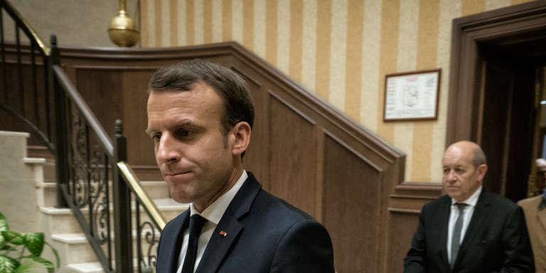 Emmanuel Macron, à la sortie de son entretien avec le président algérien Abdelaziz Bouteflika, à Alger, le 6 décembre.