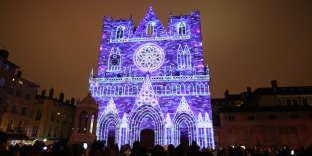 La cathédrale Saint-Jean illuminée lors de la Fête des lumières, pour l'édition 2017.
