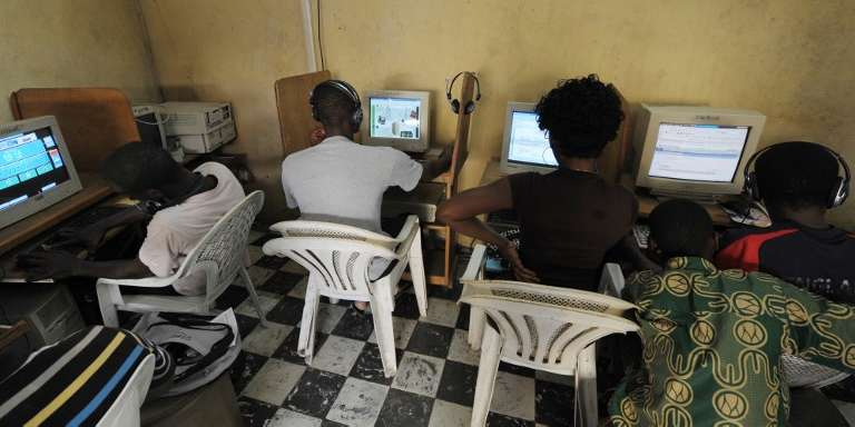 Dans un cybercafé d'Abidjan en 2009.