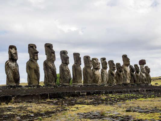 Les raisons de l'édification des quelque 900 moaïs restent à ce jour un mystère.