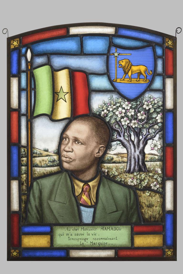 Le message qui figure sur le vitrail représentant Mamadou Ndiaye est signé« La Marquise», mais on ne connaît pas son identité exacte.