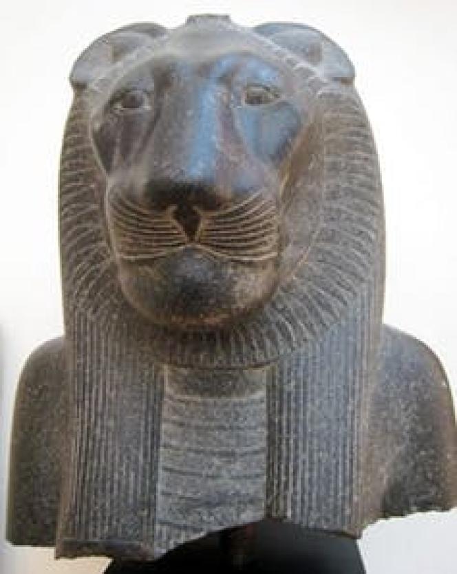 Statue de Sekhmet dans le temple de Mout, à Louxor. Nouvel Empire, 1403-1365 av. J.-C.